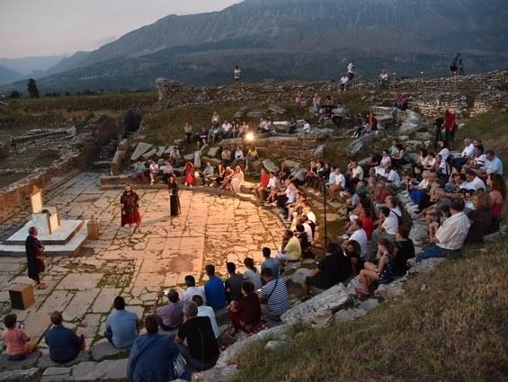 Unimc riporta lo spettacolo nel teatro di Hadrianopolis